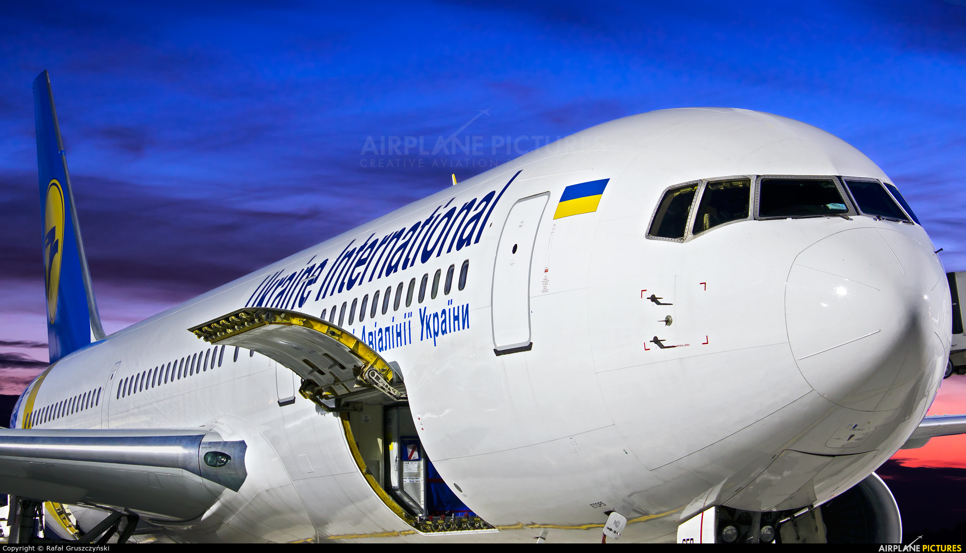 Ukraine International Airlines UR-GED aircraft at Warsaw - Frederic Chopin