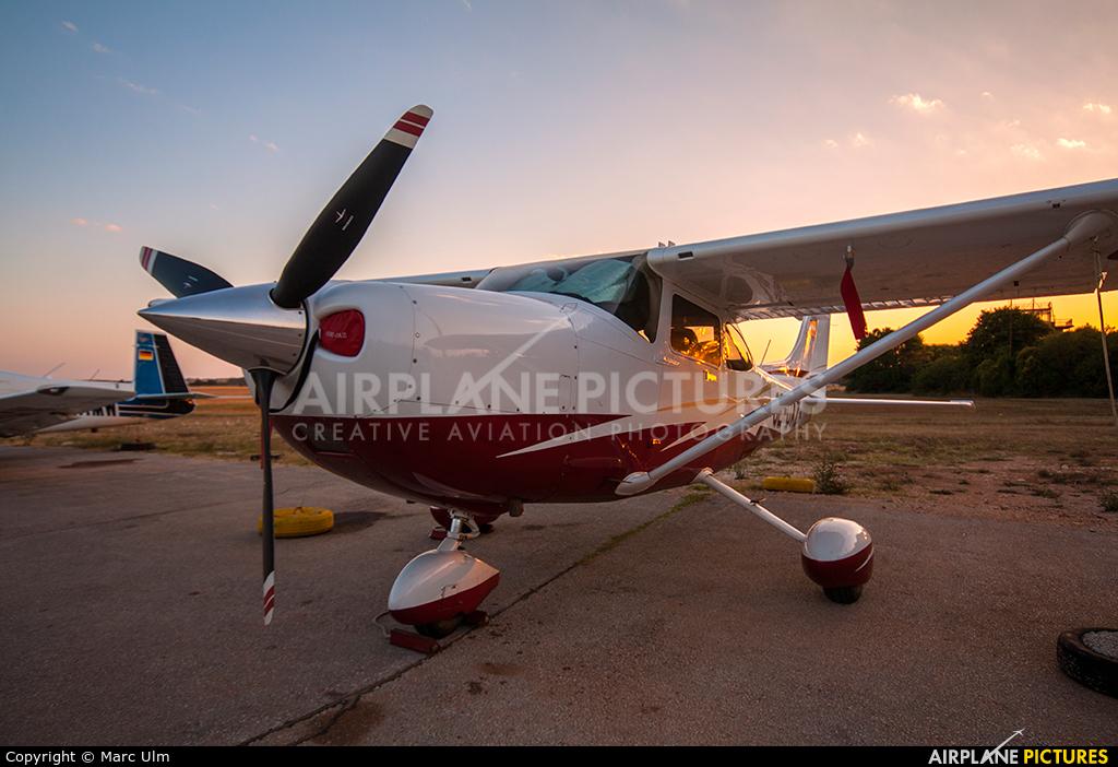Private OE-DAZ aircraft at Pula