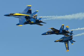162826 - USA - Navy : Blue Angels McDonnell Douglas F/A-18A Hornet