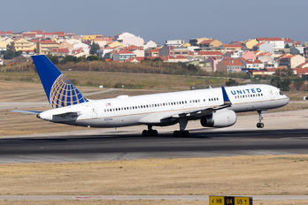 N17104 - United Airlines Boeing 757-200