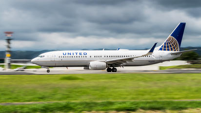 N34282 - United Airlines Boeing 737-800