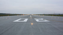 - - - Airport Overview - Airport Overview - Runway, Taxiway aircraft