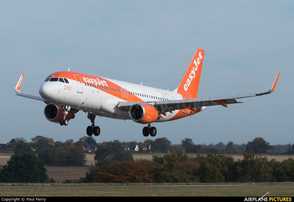 easyJet G-EZOL aircraft at London - Luton