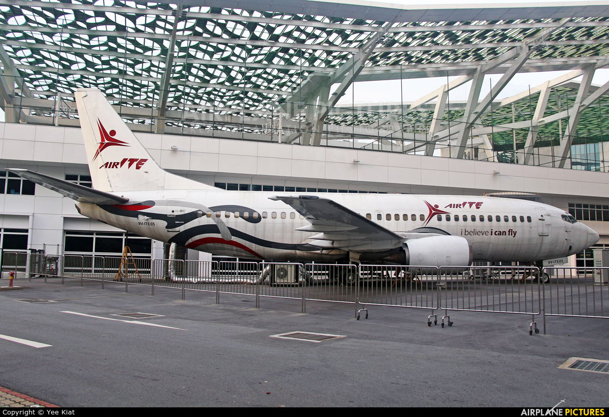 9VITE05  Private Boeing 737300 At Off Airport  Singapore  Photo ID 62890