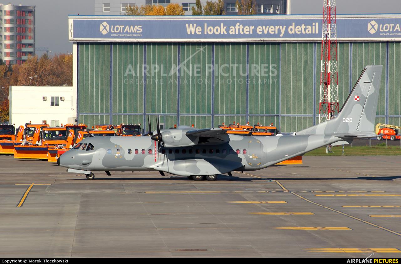 Poland - Air Force 020 aircraft at Warsaw - Frederic Chopin