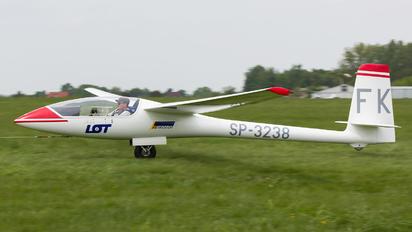 SP-3238 - Aeroklub PLL LOT PZL SZD-52 Jantar