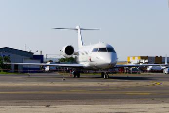 M-MARI - Private Bombardier Challenger 605