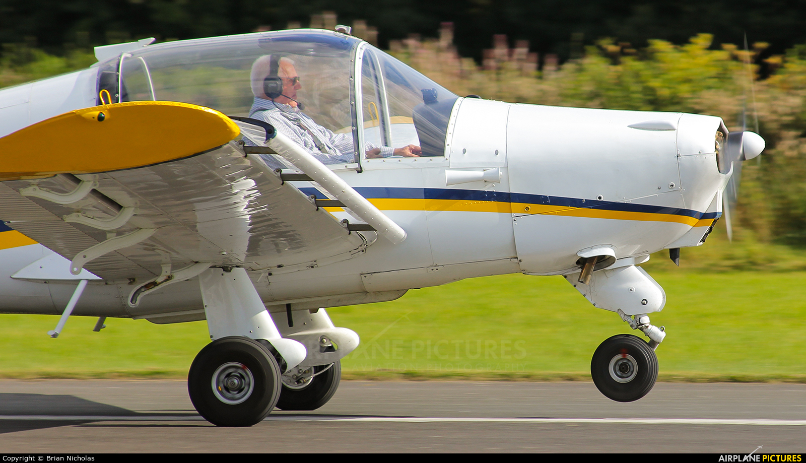 Private G-ASAU aircraft at Welshpool