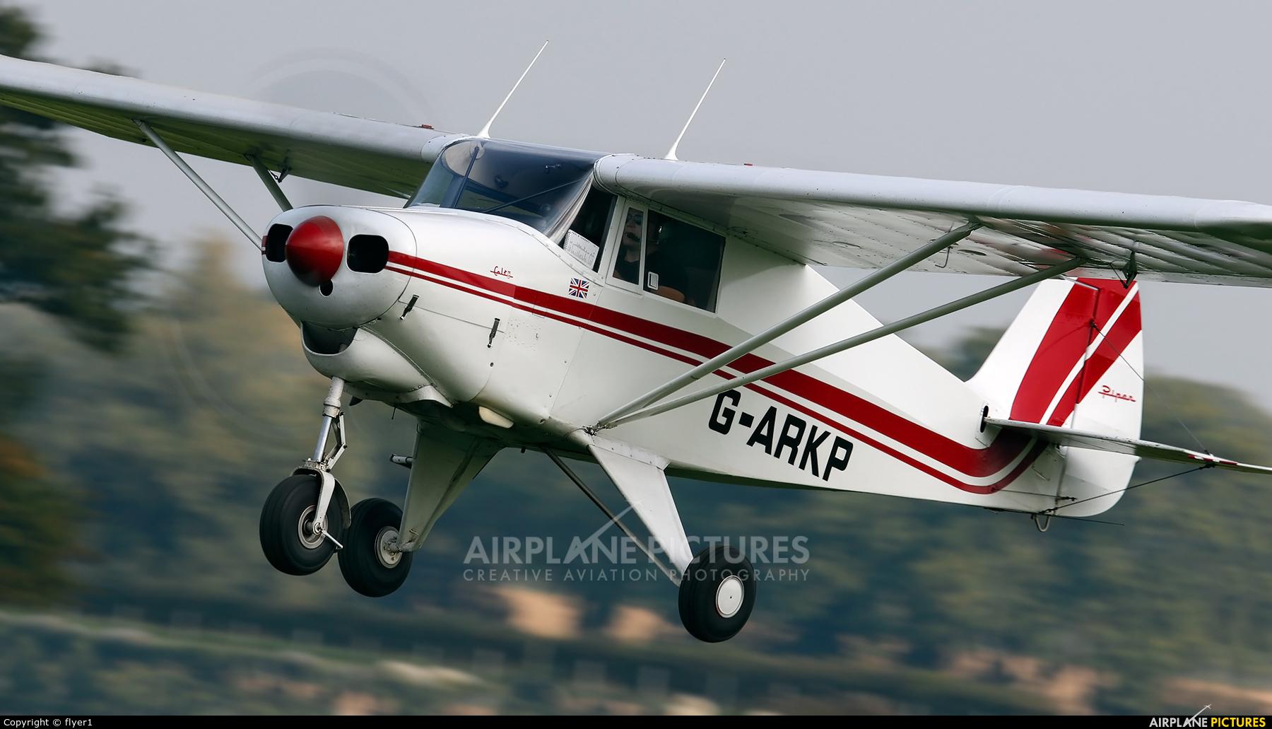 Private G-ARKP aircraft at Lashenden / Headcorn