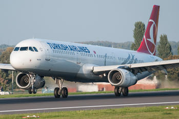 TC-JRH - Turkish Airlines Airbus A321