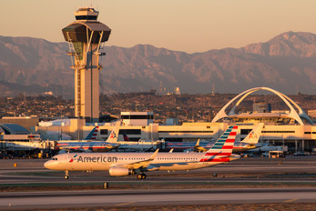 N125AA - American Airlines Airbus A321