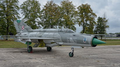 6715 - Poland - Air Force Mikoyan-Gurevich MiG-21MF