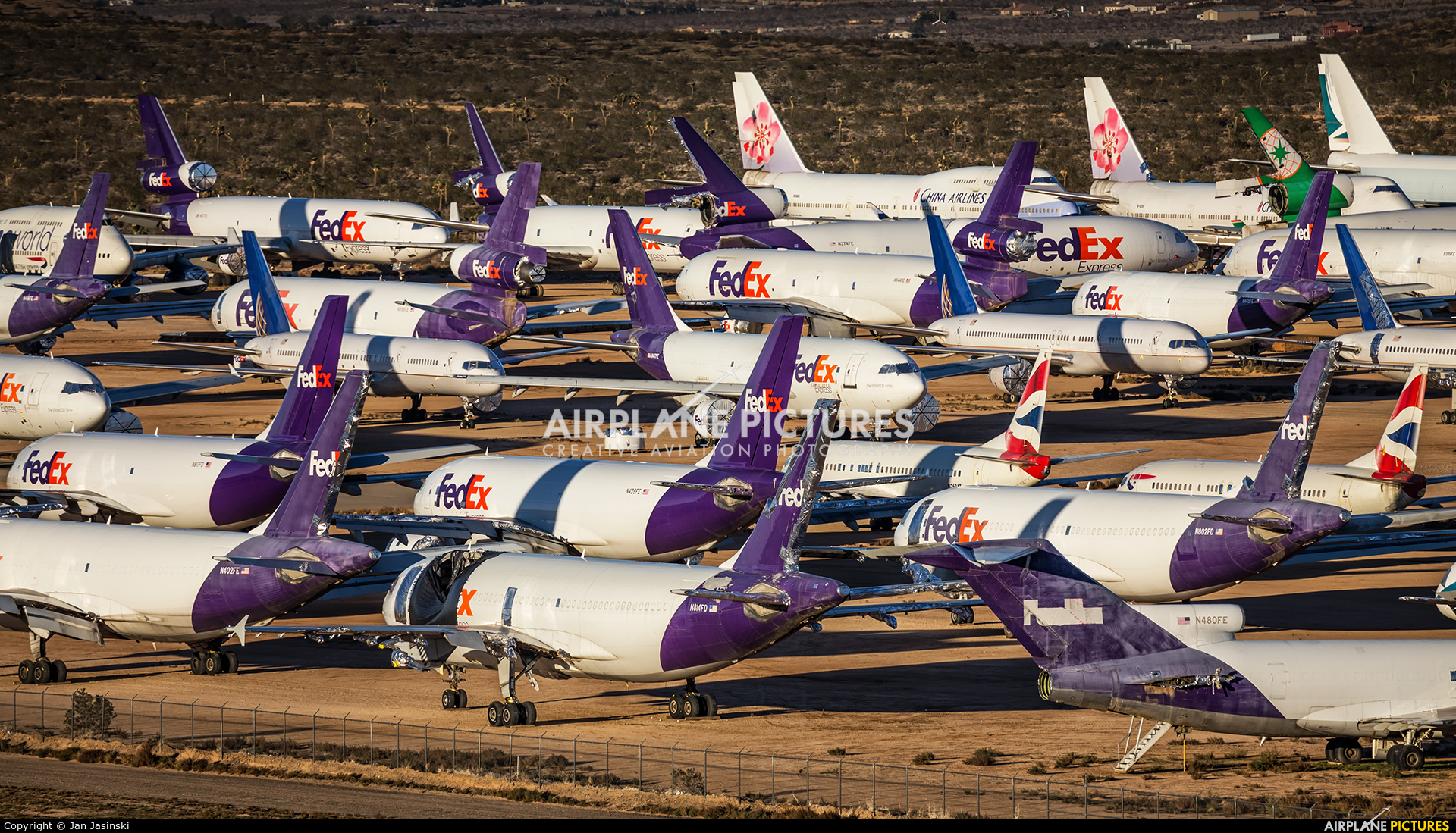 - Airport Overview - aircraft at Victorville - Southern California Logistics