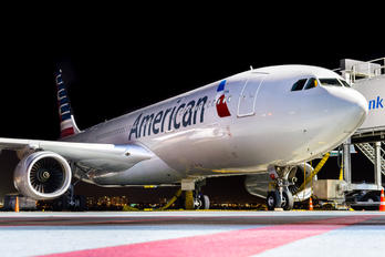 N285AY - American Airlines Airbus A330-200