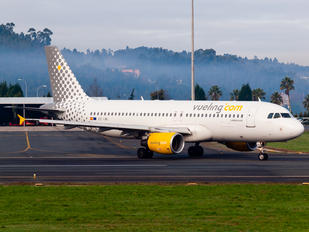 EC-LML - Vueling Airlines Airbus A320