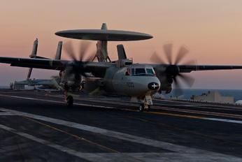 165826 - USA - Navy Grumman E-2C Hawkeye