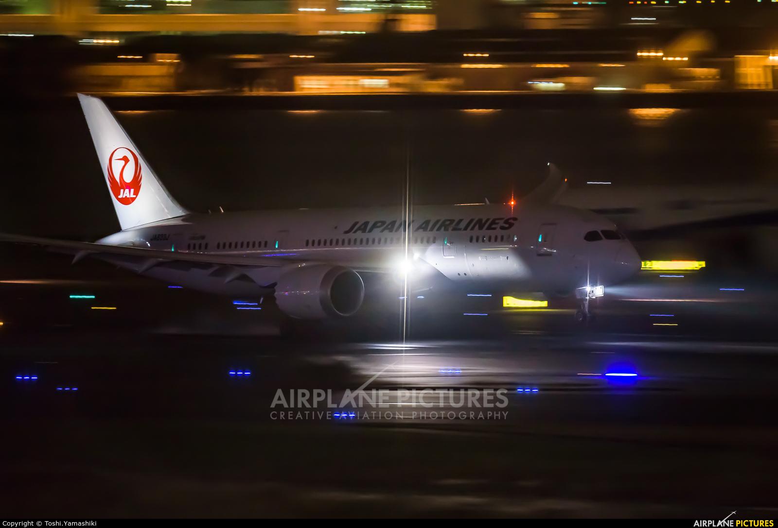 JAL - Japan Airlines JA833J aircraft at Tokyo - Haneda Intl
