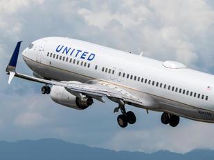 N14235 - United Airlines Boeing 737-800