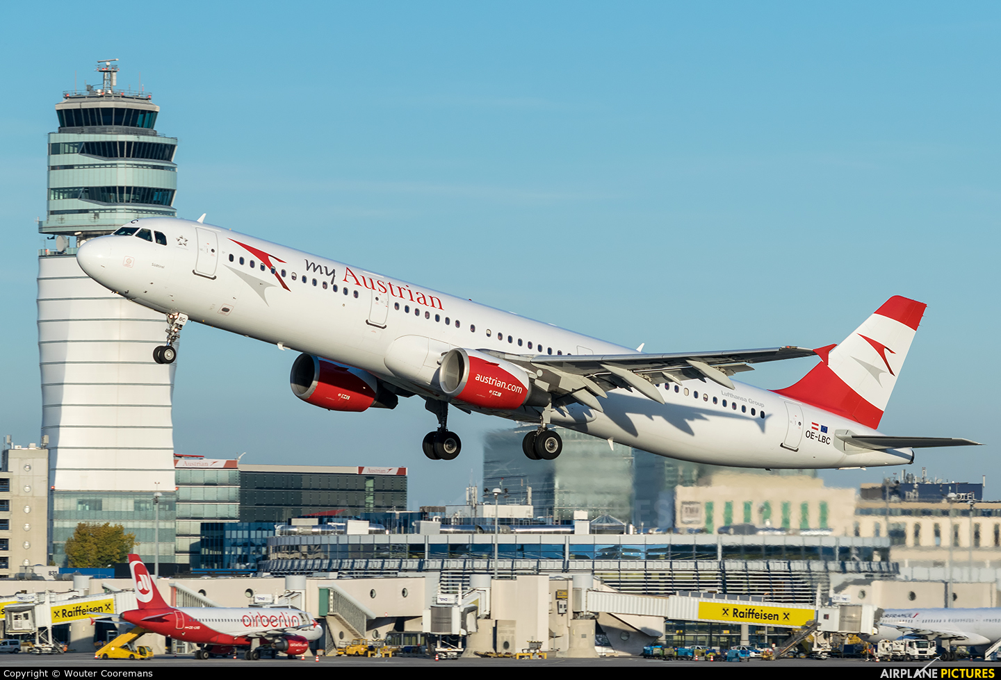 Austrian Airlines/Arrows/Tyrolean OE-LBC aircraft at Vienna - Schwechat