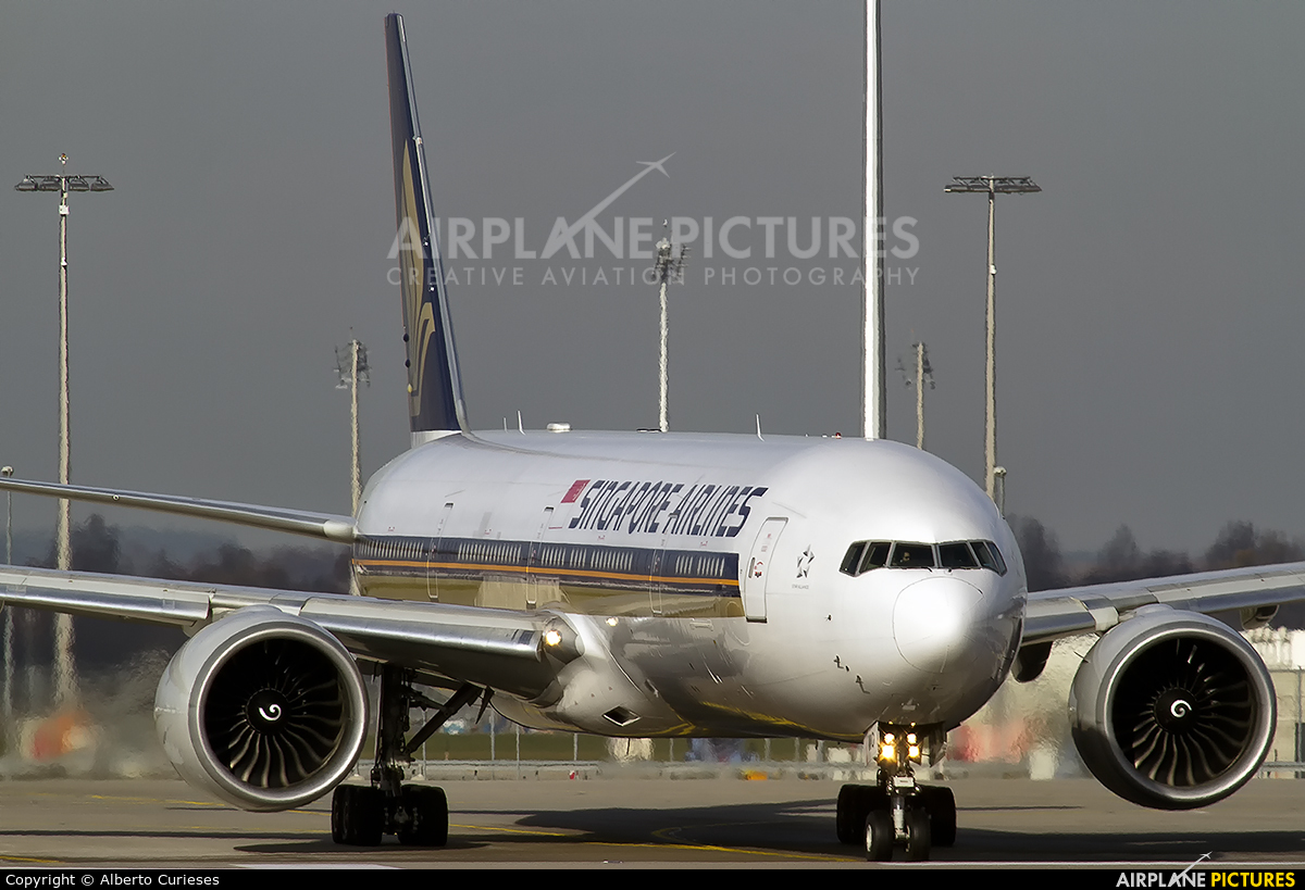 Singapore Airlines 9V-SWO aircraft at Munich