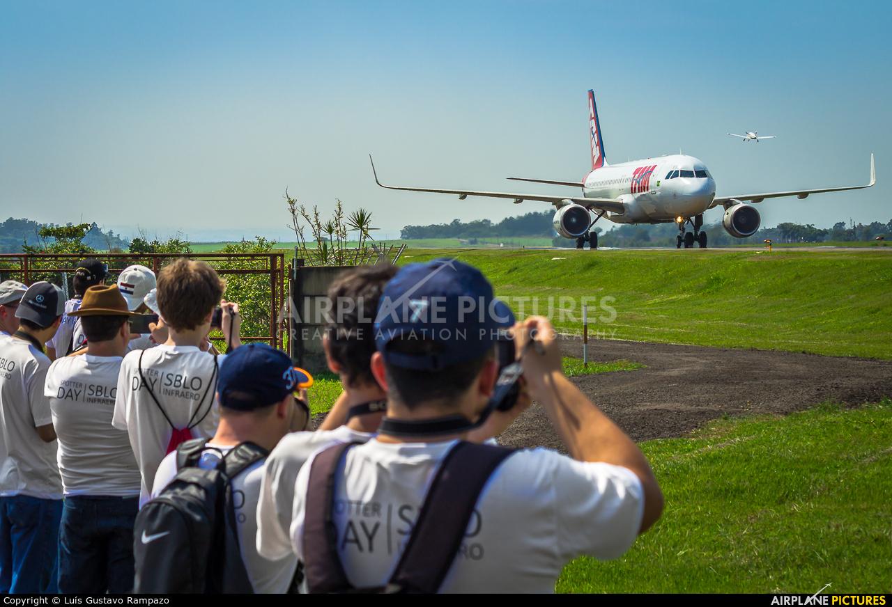 - Airport Overview  aircraft at Londrina – Gov. José Richa