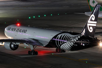 ZK-OKS - Air New Zealand Boeing 777-300ER