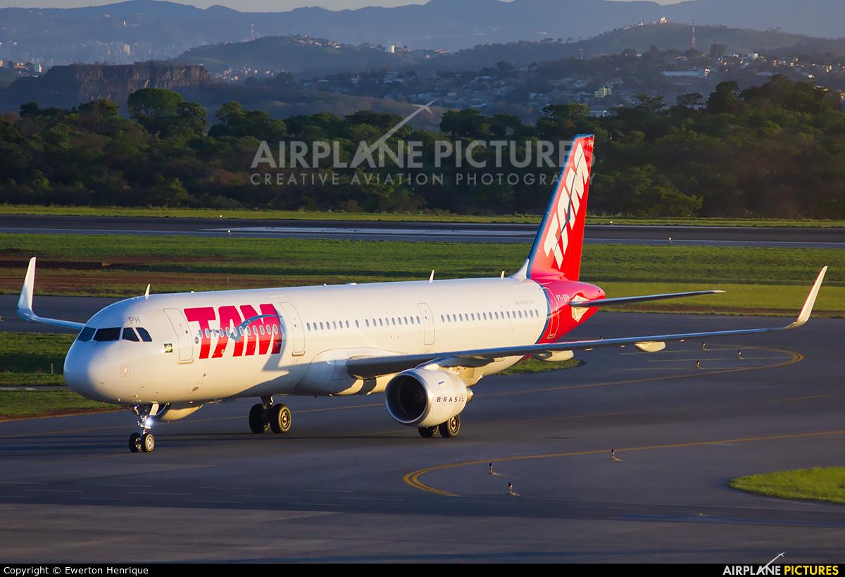 TAM PT-XPH aircraft at Belo Horizonte - Tancredo Neves