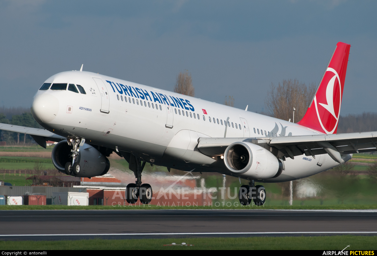 tc jri turkish airlines airbus a321 at brussels zaventem photo id 636826 airplane. Black Bedroom Furniture Sets. Home Design Ideas