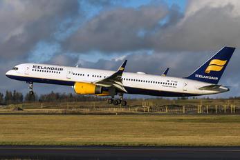 TF-ISD - Icelandair Boeing 757-200