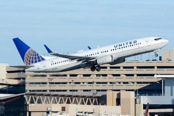 N17245 - United Airlines Boeing 737-800