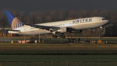 N663UA - United Airlines Boeing 767-300ER