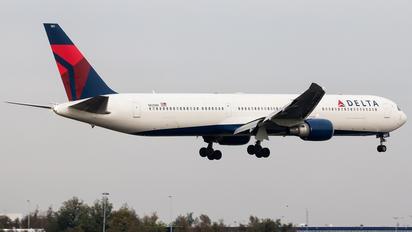 N825MH - Delta Air Lines Boeing 767-400ER