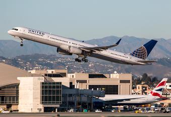 N75854 - United Airlines Boeing 757-300