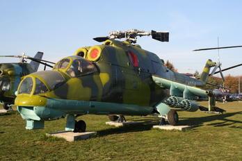 4004 - Poland - Army Mil Mi-24D