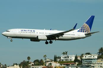 N77258 - United Airlines Boeing 737-800
