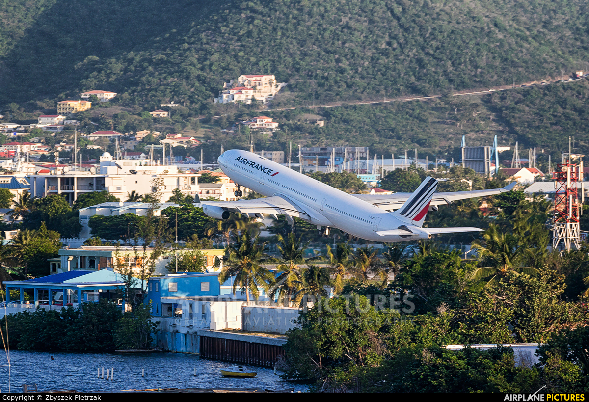 Air France F-GLZS aircraft at Sint Maarten - Princess Juliana Intl
