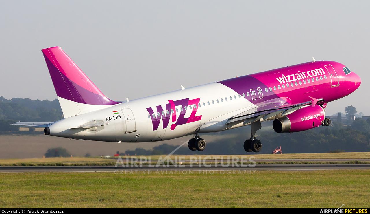 Wizz Air HA-LPN aircraft at London - Luton