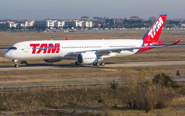 F-WZFS - TAM Airbus A350-900