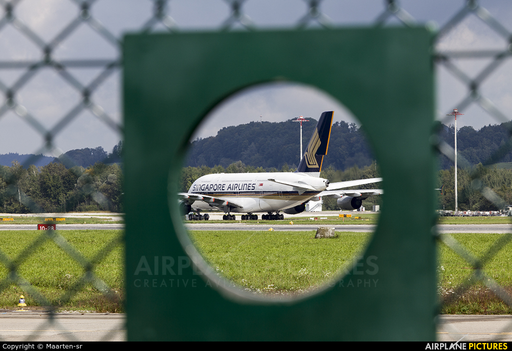 Singapore Airlines 9V-SKR aircraft at Zurich
