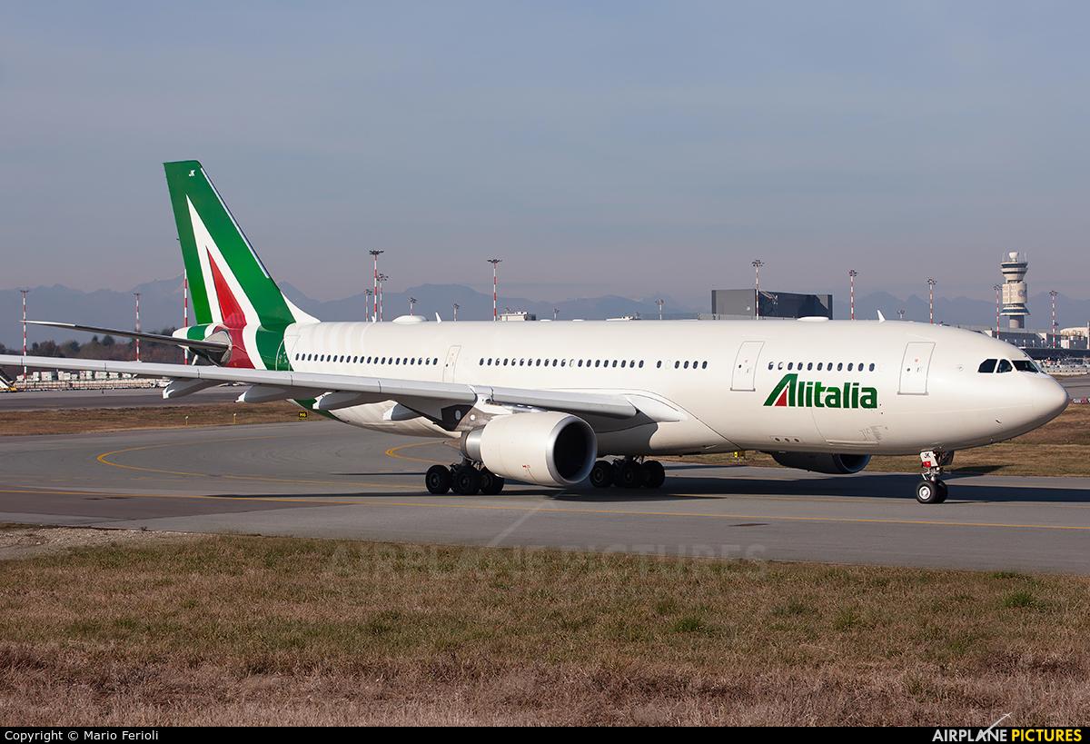 Jet Privato Alitalia : Ei ejk alitalia airbus a at milan malpensa