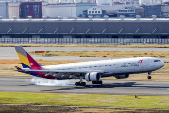 HL7740 - Asiana Airlines Airbus A330-300