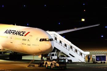 F-GSOF - Air France Boeing 777-300ER