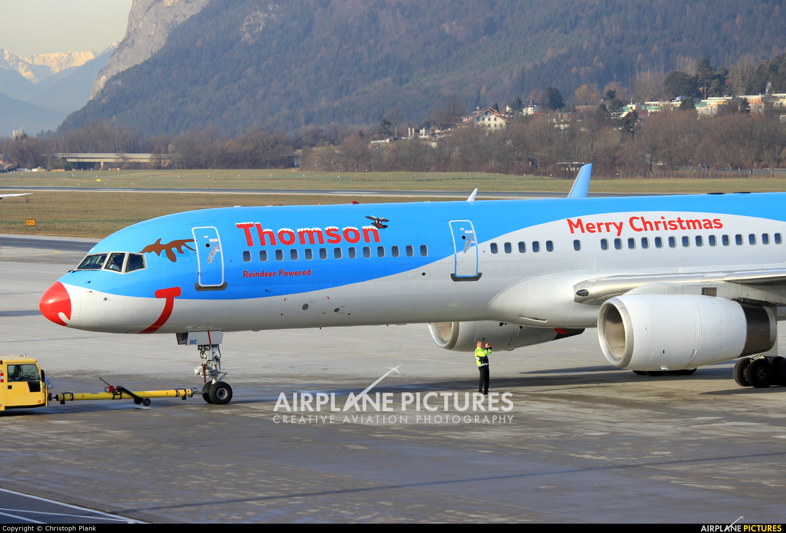 Thomson/Thomsonfly G-OOBE aircraft at Innsbruck