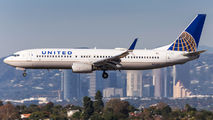 N76517 - United Airlines Boeing 737-800 aircraft