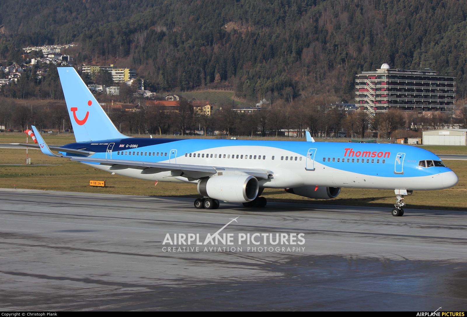 Thomson/Thomsonfly G-OOBG aircraft at Innsbruck
