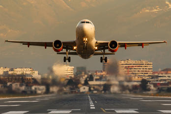 G-EZDW - easyJet Airbus A319