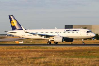 D-AIUJ - Lufthansa Airbus A320