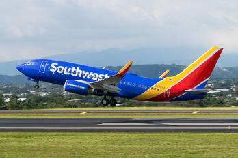 N7825A - Southwest Airlines Boeing 737-700