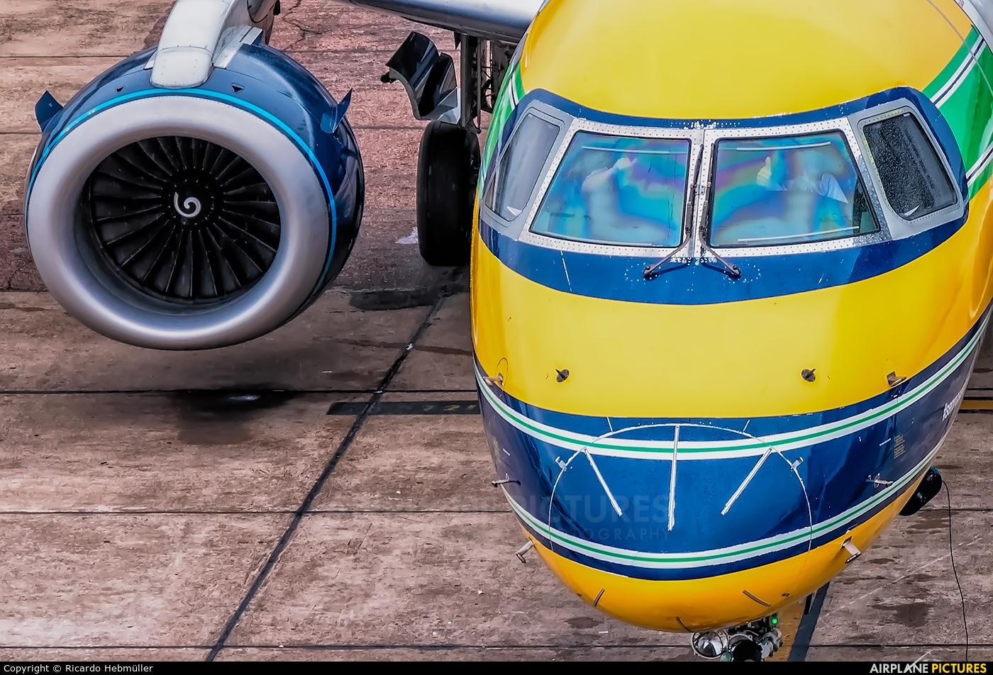 Azul Linhas Aéreas PR-AYU aircraft at Porto Alegre - Salgado Filho