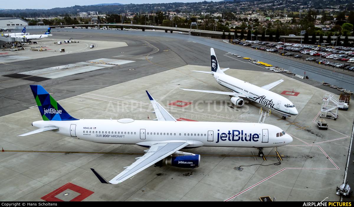 JetBlue Airways N942JB aircraft at San Francisco Intl